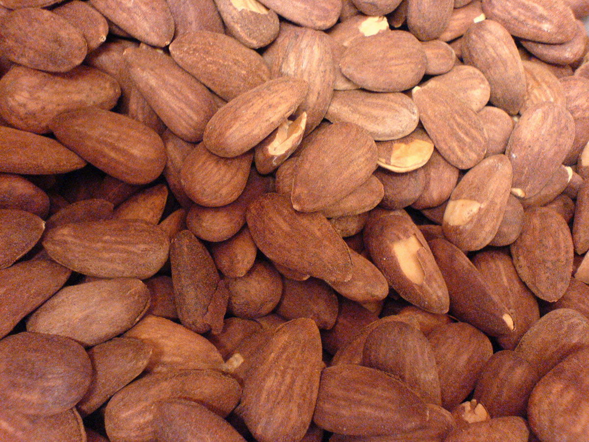 Almonds and toasted hazelnuts